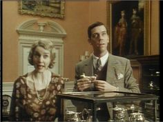 Period Pieces and Portraiture: Highclere Castle. While the smoking room is not used in Downton Abbey, it can be seen in its representation as Totleigh Towers in Jeeves and Wooster. Jeeves and Wooster: Series Two, Episode One (Jeeves Saves the Cow Creamer)- Smoking Room