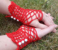A delicate lacy fingerless wrist-length glove, perfectly suited to taking Afternoon Tea with the ladies.