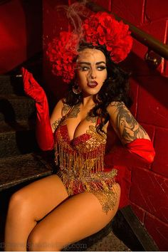 Samantha Fielding spent three years photographing the glitzy and secret world of drag performers, fetish artists, burlesque dancers, and contortionists. Burlesque Outfit, Burlesque Costumes, Costumes Burlesques, Costume Ideas, Burlesque Photography, Burlesque Vintage, Photoshoot Themes, Interview, Curvy Outfits