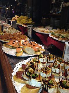 Gandarias en San Sebastián, País Vasco  donde merece la pena terminar el paseo con su conocida y rica tarta de queso, todos ellos de corte más clásico, completan la imbatible oferta.