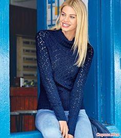 Женственный и нежный темно-синий свитер из тонкой овечьей шерсти с добавкой шелка связан ажурными ромбами, что делает его воздушным и легким, но не в ущерб теплу и комфорту.  РАЗМЕРЫ
