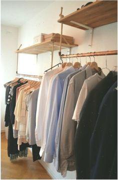 DIY-Regal und DIY-Kleiderstangen zur besseren Aufbewahrung und Organisation. #DI… #clothingrackikea #Aufbewahrung #besseren #clothing #clothingrackikeashelves #diy #DIYKleiderstangen #DIYRegal #Organisation #rack #und #zur Diy Clothes Rail, Clothes Racks, Ikea Kallax Regal, Flur Design, Diy Regal, Diy Organisation, Storage Shelves, Cool Outfits, Home Decor