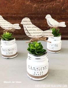Trendy diy crafts to sell vintage mason jars ideas Mason Jar Planter, Pot Mason, Mini Mason Jars, Vintage Mason Jars, Mason Jar Succulents, Succulents Diy, Chalk Paint Mason Jars, Painted Mason Jars, Mason Jar Projects