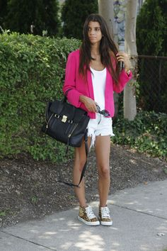 #blogger #fashionblog #fashionroll #pinkblazer #zarajeanshorts #zaraleopardsneakers #philliplimbag #summerstyle