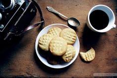 Mąka +masło + cukier = super prosty i szybki przepis jednego z naszych użytkowników na genialne ciasteczka maślane. Rozpływają się w ustach!