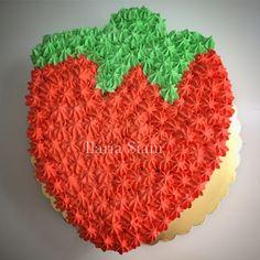 """Torta fragola farcita con chantilly e fragole fresche 🍓😋 #instafood #ilas #ilassweetness #torta #cake #fragole #fragola #strawberry #compleanno #happybirthday #birthday  Per info e richieste contattami qui  www.facebook.com/ilascake  e se ti va metti """"mi piace"""" alla mia pagina 👍🏻"""