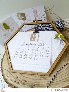 """Mary: Tampons & matrices de coupe (dies) #4enscrap """"Calendrier A customiser"""" Tampons, Home Deco, Scrapbooking, Crafts, Calendar Pages, Frames, Products, Cutaway, Woodwind Instrument"""