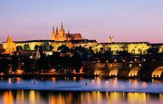 قلعة براج هي المقر الرسمي لرئيس التشيك وهي تعود إلى عام 870 ميلادية وواحدة من أكبر القلاع في العالم.
