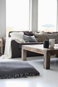 If you want a Scandinavian living room design, there are some things that you should consider and implement for this interior style. Wood as a material has an important role as well as light colors, because they give the living… Continue Reading → Home Living Room, Living Room Designs, Living Room Decor, Living Spaces, Living Area, Scandinavian Living, Scandinavian Design, Minimalist Scandinavian, Home And Deco