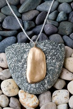 I made rock jewelry when I was little! Time to try again! Geode Jewelry, Rock Jewelry, Rock Necklace, Dog Tag Necklace, Jewelry Design, Jewelry Ideas, Diy Jewelry, Jewlery, Baubles And Beads