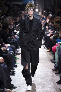 Comme des Garçons Fall 2013 RTW - Review - Fashion Week - Runway, Fashion Shows and Collections - Vogue