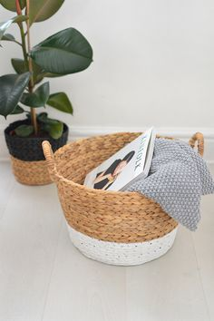 burkatron: DIY | painted wicker baskets