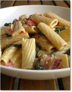 Low FODMAP Chicken, bacon and basil pasta -  gluten free   http://www.ibssano.com/low_fodmap_recipe_chicken_bacon_basil_pasta.html