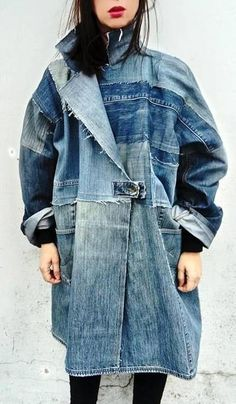 Denim art coat / Jeans coat / Patchwork coat / Recycled jeans coat / Oversize coat / Reworked denim coat / Upcycled clothing / Painted coat - Patchwork denim coat handmade and unique, made in Croatia Every piece is one-of-a-kind. Patchwork Jeans, Denim Quilts, Denim Kunst, Oversize Mantel, Estilo Jeans, Denim Art, Denim On Denim, Denim Shorts, Jean Outfits