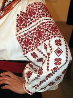 Ukraine women's embroidery shirt, Chernigiv region. Вишиванка заміжньої жінки з Чернігівщини, Україна.