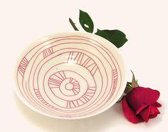 Schale aus Porzellan mit rotem Liniendekor - Schalen & Schüsseln von Christinini - Schüsseln & Schalen - Küche & Kochen - DaWanda