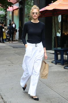 The best street style of the week, from Gigi Hadid to Hailey Baldwin and Karlie Kloss Street Style Chic, Style Désinvolte Chic, Style Casual, Style Me, Mode Outfits, Casual Outfits, Business Outfit Frau, Mode Inspiration, Fashion Pants