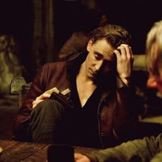 Tom Hiddleston in Hollow crown.. I just died, he is so attractive!!! (gif)
