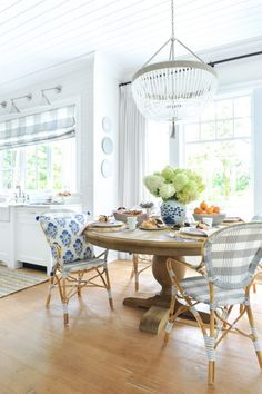 Blue and white kitchen banquette seating and natural woven pendant Corner Banquette, Kitchen Banquette, Banquette Seating, Dining Nook, Corner Nook, Corner Bench, Kitchen Seating, Bistro Chairs, Cafe Chairs