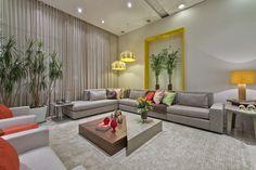 """A sala de estar """"Estar Com Viver"""", uma das vitrines da loja, conta com lançamentos da coleção 2013."""