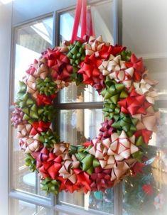 Guirlanda de fitilhos http://vilamulher.terra.com.br/artesanato/galeria-de-ideias/guirlandas-de-natal-criativas-17-1-7886462-279.html  #xtimas #natal #christmas