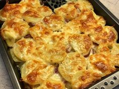 Majd fedd be a maradék krumplival :) Meat Recipes, Healthy Recipes, Bread Dough Recipe, Potato Dishes, Special Recipes, Cauliflower, Macaroni And Cheese, Food To Make, Side Dishes