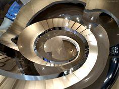 Highend-Treppe im Gangnam Style - http://smg-treppen.de/highend-treppe-im-gangnam-style/ Im House of Dior in Seoul hat der Designer Peter Marino ein Interior der Extraklasse geschaffen. Allein die Treppe ist Highend im Gangnam Style.