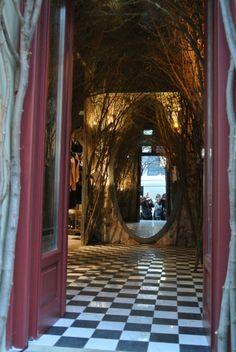 fascinatie Entree van Sisley store in Berlijn, maakt je zeer nieuwsgierig naar de rest van de winkel