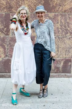 How to make your style more dramatic and arty - A style interview with Dayle Mature Fashion, Older Women Fashion, Trendy Fashion, Fashion Outfits, Womens Fashion, Fashion Trends, Style Fashion, Curvy Fashion, Fashion Bloggers