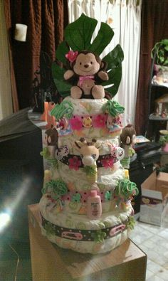 Monkeys and Giraffes! Really cute Baby shower idea!