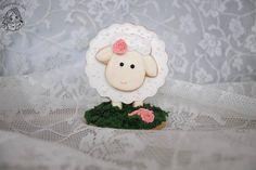 3D sheep cookie / 3D schaap koekje / lente koekje / Droomkoekjes Baby Cookies, Royal Icing Cookies, Eid, Sheep, Lamb, Christmas Ornaments, Holiday Decor, Instagram Posts, Projects