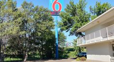 Motel 6 Bismarck Bismarck This North Dakota motel offers an outdoor pool and guest rooms with expanded cable TV. Motel 6 Bismarck is 5 miles from Raging Rivers Water Park.  Rooms provide Wi-Fi. They also have bathroom amenities and telephones.