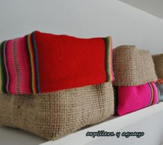 Arpillera y aguayo Plant Bags, Coin Couture, Diy Bags Purses, Afghan Patterns, Fabric Bags, Art Classroom, Diy For Kids, Decoration, Burlap