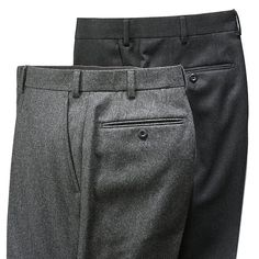Straight-cut turn-up trousers, without pleats. French pockets with discreet piping. Two rear pockets with buttons. 100% pure new wool cloth, weight 340-360 g/r.m. Inside and pocket lining of cotton. Tagua nut buttons.