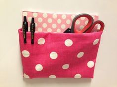 DIY Magnetic Locker Pouch~ Materials: Duct tape, Fabric, Cardboard, X-acto knife, Adhesive Magnetic Stripping. Fabric Crafts, Sewing Crafts, Sewing Projects, Diy Projects, School Projects, Sewing Ideas, Dollar Store Crafts, Dollar Stores, Diy Locker