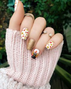 Find amazing thanksgiving nail art designs that has everything from turkey designs to pumpkin defines, glittering ones to the gradient fun! Thanksgiving Nail Designs, Thanksgiving Nails, Fall Nail Art Designs, Colorful Nail Designs, Holiday Nail Art, Christmas Nail Art, Fancy Nails, Cute Nails, Pretty Nails