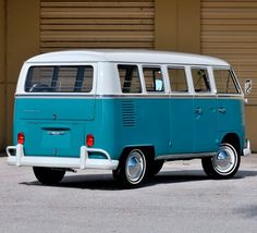 "utwo: ""67 Volkswagen 13 Window Bus © ruoterugginose """