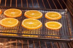 How to Dry Sliced Oranges in the OvenYou can find How to dry orange slices and more on our website.How to Dry Sliced Oranges in the Oven Dried Orange Slices, Dried Oranges, Dried Fruit, Primitive Christmas, Vintage Christmas, Christmas Crafts, Christmas Ideas, Dried Lemon, Orange Fruit