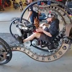 Tech Discover Just your average steampunk gyroscopic motorcycle Drift Trike Auto Gif Diy Auto Steampunk Diy Niklas Custom Bikes Mind Blown Cars And Motorcycles Futuristic Diy Auto, Monocycle, Drift Trike, Concept Motorcycles, Motorcycle Bike, Steampunk Motorcycle, Motorcycle Design, Steampunk Diy, Cool Inventions