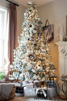 Flocked Christmas tree -- Holiday Home Tours Day 5 {Hymns and Verses} - Unskinny Boppy