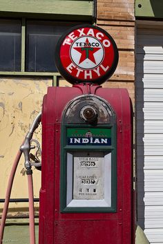 Texaco Gas Pump ~ my nephew Jackson would LOVE this!  It's his favorite color, too.