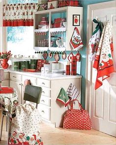 Look at this vintage Christmas kitchen decor. Cozy Kitchen, Red Kitchen, Country Kitchen, Kitchen Decor, Turquoise Kitchen, Happy Kitchen, Kitchen Colors, Christmas Kitchen, Retro Christmas