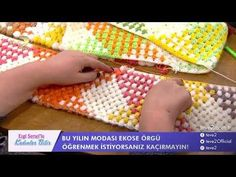 Piliseli Bordür Nasıl Yapılır ? bebek battaniyesi - battaniye kenarı - pilise örgü anlatım - YouTube Crochet Hooded Scarf, Crochet Coat, Manta Crochet, Tunisian Crochet, Pooling Crochet, Popcorn Stitch, Crochet Handbags, Crochet Videos, Knitting Stitches