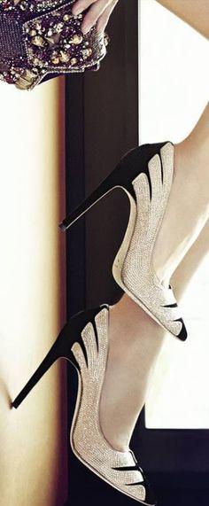 http://www.beadshop.com.br/?utm_source=pinterest&utm_medium=pint&partner=pin13 sapatos com strass e bolsa com pedrarias