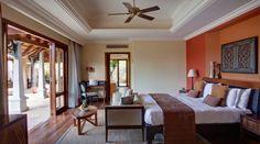 """Maradiva Villas Resort Luxus Suite Villa Diese Unterkunft gehört zum Maradiva Villas Resort in Flic en Flac auf Mauritius und damit zur Gruppe der """"Leading Hotels of the World"""".   Geräumig, luftig und raffiniert bieten die von üppigen Gärten umgebenen, klimatisierten Luxus-Suite-Villas des Maradiva Villas-Resort eine private und ruhige Atmosphäre. Jede Villa hat ihre eigene Terrasse, ideal für Mahlzeiten im Freien und Faulenzen am privaten Fünf-Meter-Pool."""