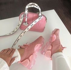 96f76e5c07ee 24 Best Shoes images in 2019