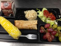 Lunch today farm to school corn on the cob! Cafeteria Food, Merchandising Ideas, Girls School, School Lunches, Food Service, Korean Food, Cob, Bento, Toddlers