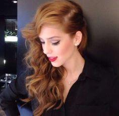 Passo a passo: penteado lateral de Sophia Abrahão