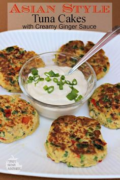 Asian Style Tuna Cakes with Creamy Ginger Sauce: Easy and healthy! GF tamari and GF bread crumbs Tuna Recipes, Wrap Recipes, Seafood Recipes, Asian Recipes, Cooking Recipes, Healthy Recipes, Asian Foods, Cake Recipes, Fish Dishes