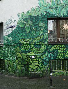 Wil je een bijzondere wijk in Keulen ontdekken tijdens een stedentrip? Ga naar het Belgisches Viertel, op een kort metroritje van het centrum. Hier vind je de leukste creatieve winkels, boetieks, gezellige restaurants en street art (zoals hier aan de Brüssler Platz) | Mooistestedentrips.nl